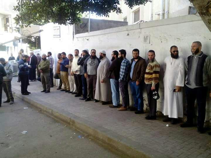 طابور من أعضاء حزب النور للمشاركة فى الانتخابات