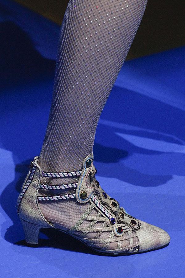الحذاء بسيور