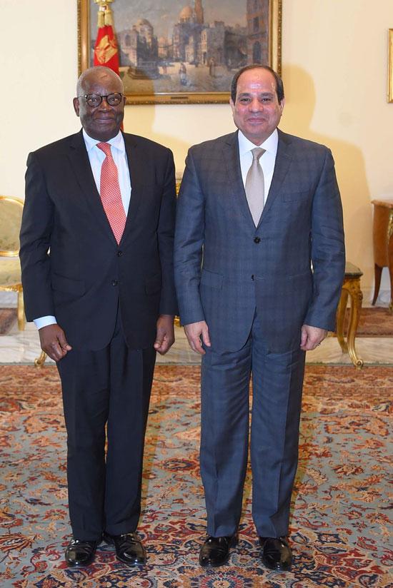 الرئيس السيسي خلال استقباله اليوم إبراهيم جمبارى وزير خارجية نيجيريا الأسبق (3)