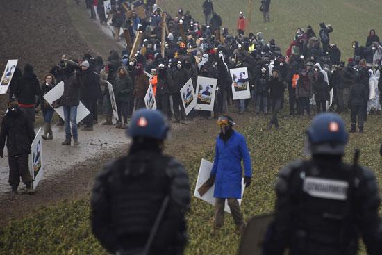 اشتباكات بين الشرطة الفرنسية ومناهضى دفن النفايات النووية شرق البلاد