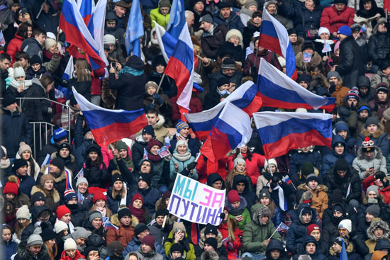 •الأعلام الروسية تسيطر على الاحتفال