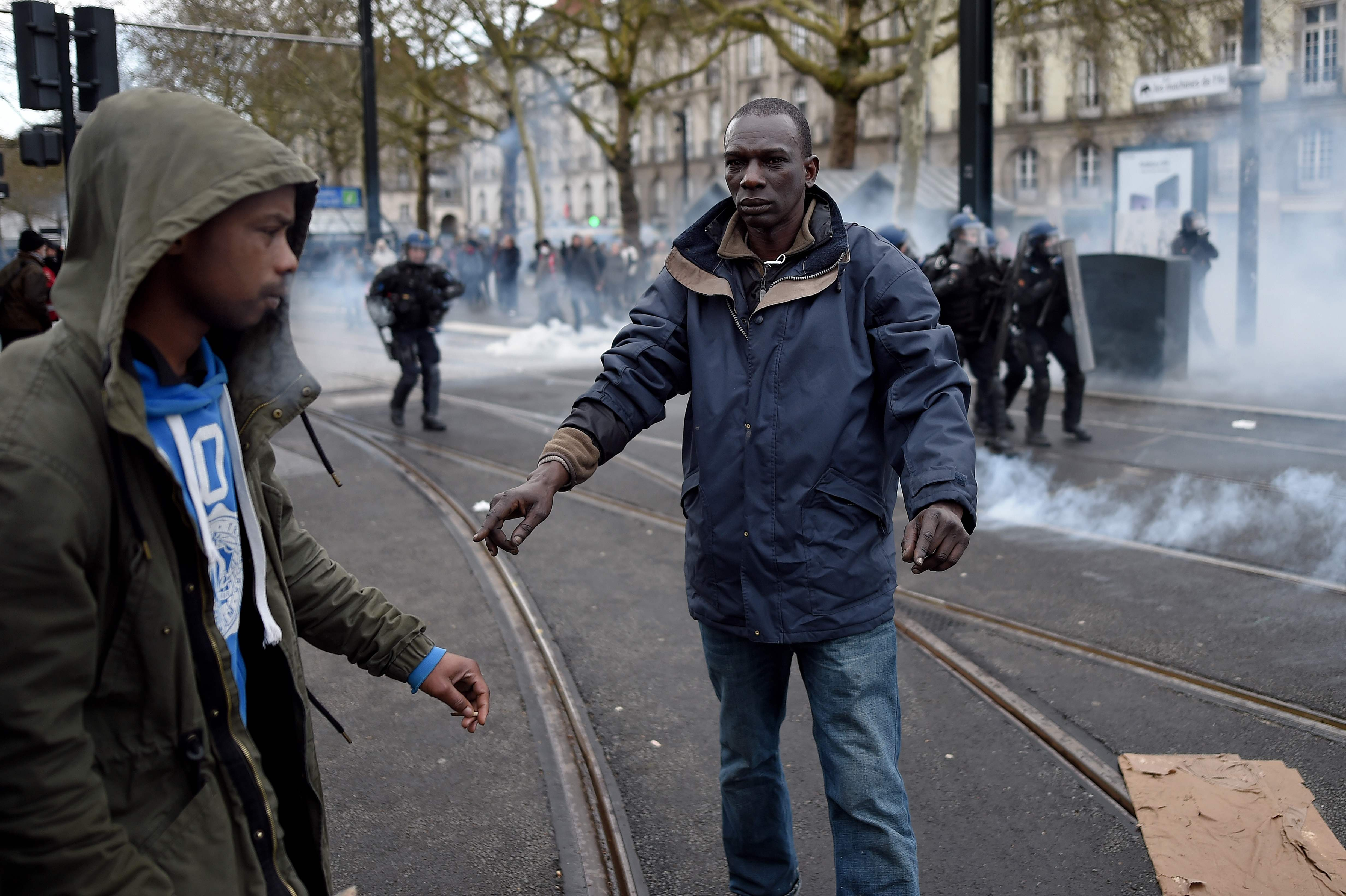اشتباكات مع الشرطة الفرنسية