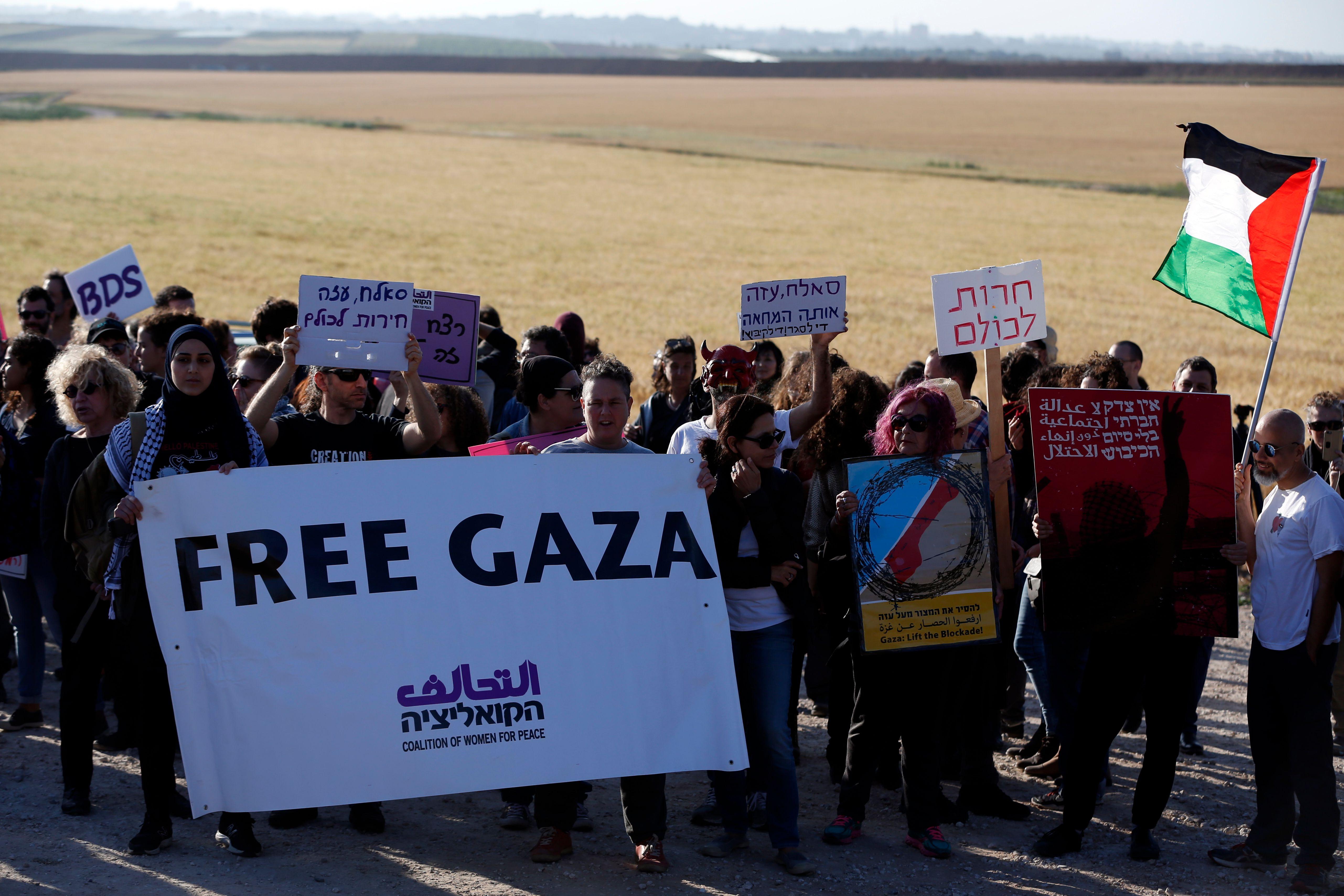 نشطاء فلسطينيون
