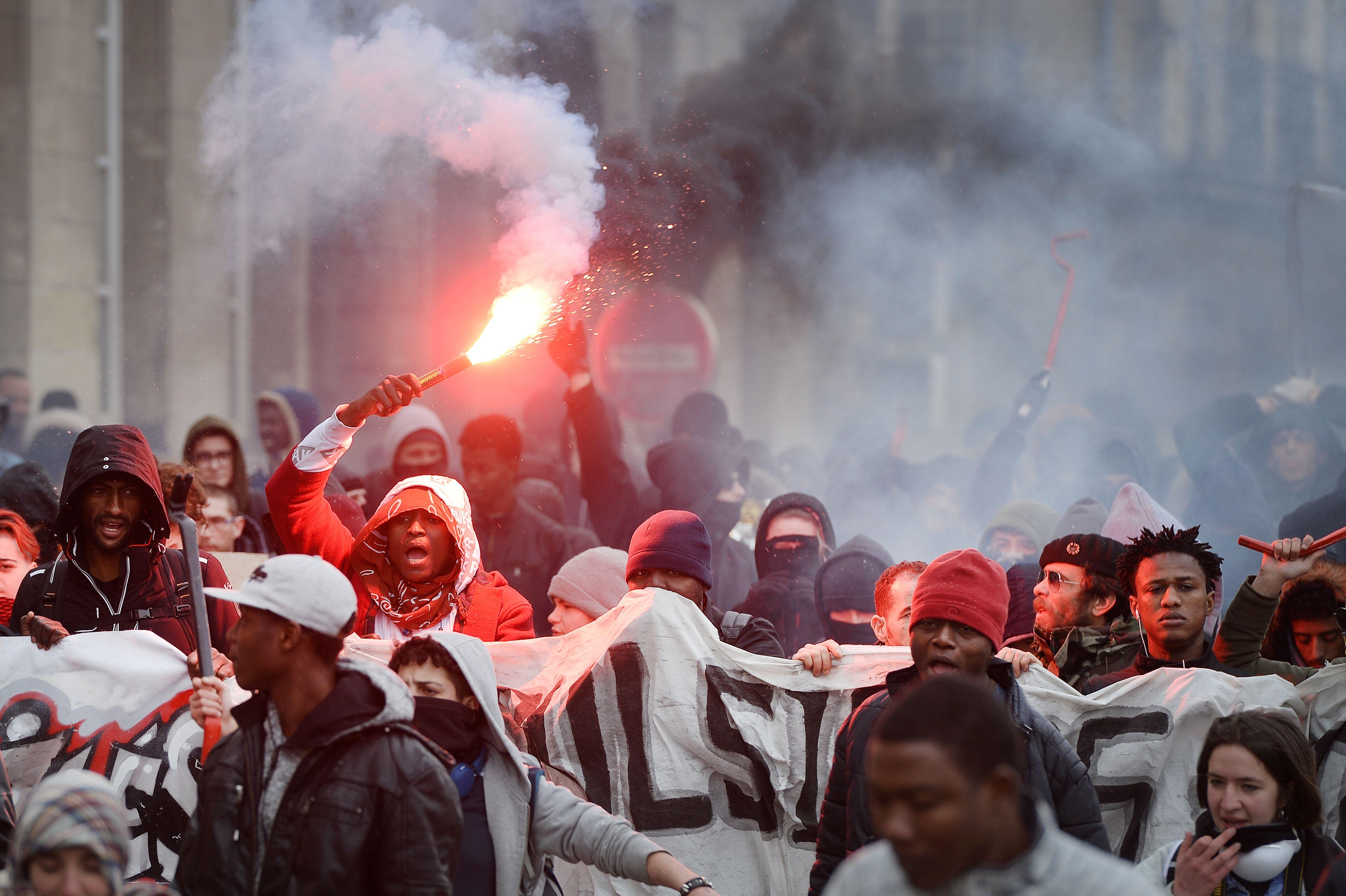 متظاهرون فى فرنسا