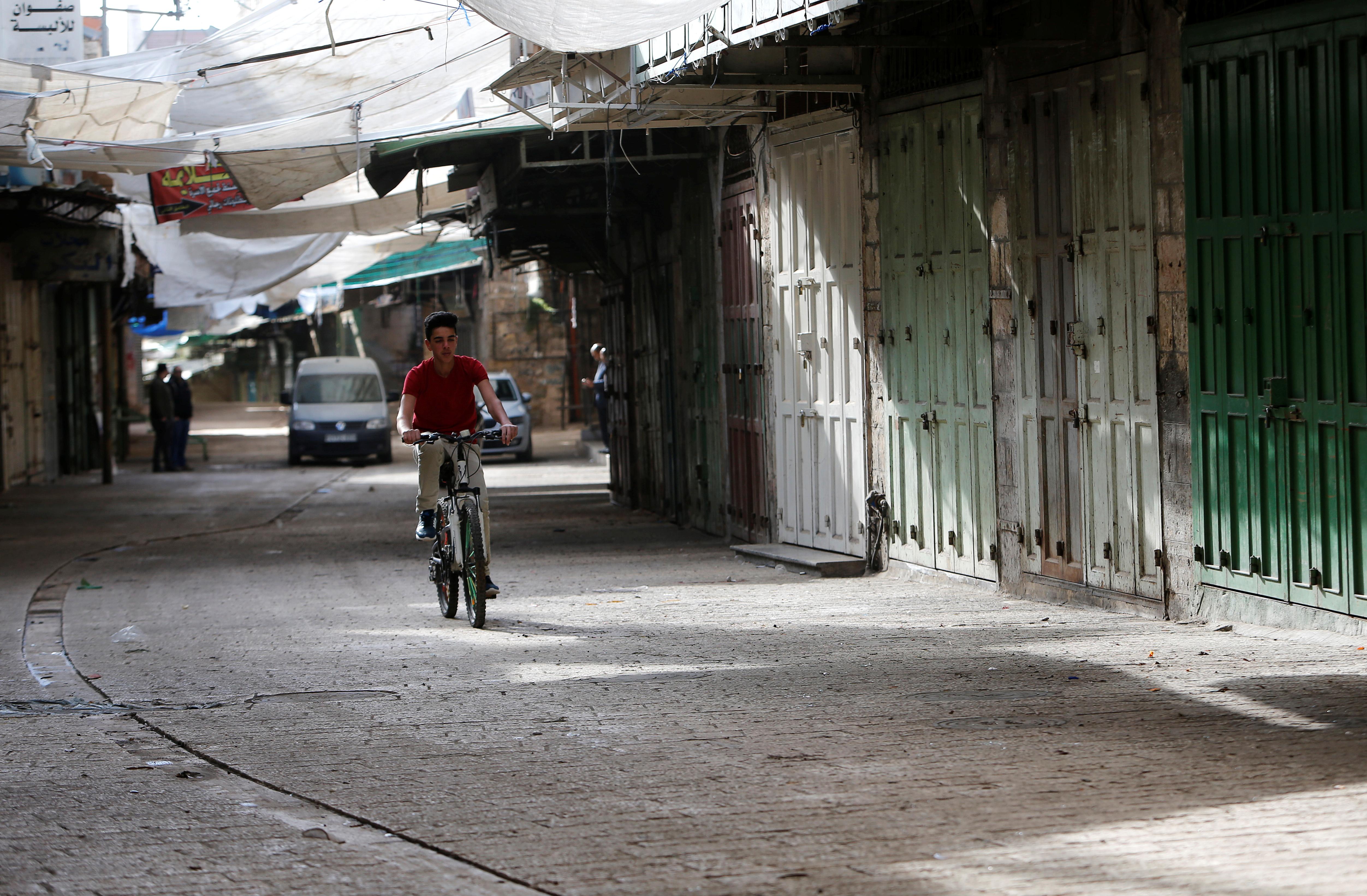 اضراب شامل فى فلسطين بعد قتل متظاهرين يوم الأرض