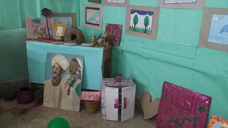معرض للمشغولات اليدوية من خامات البيئة  بأنامل فتيات الأزهر  بأسوان  (1)