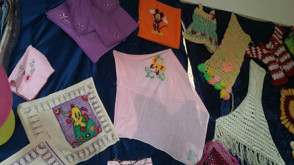 معرض للمشغولات اليدوية من خامات البيئة  بأنامل فتيات الأزهر  بأسوان  (4)