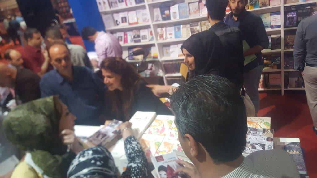 جمهور معرض بغداد الدولى للكتاب خلال توقيع رواية كل الأشياء