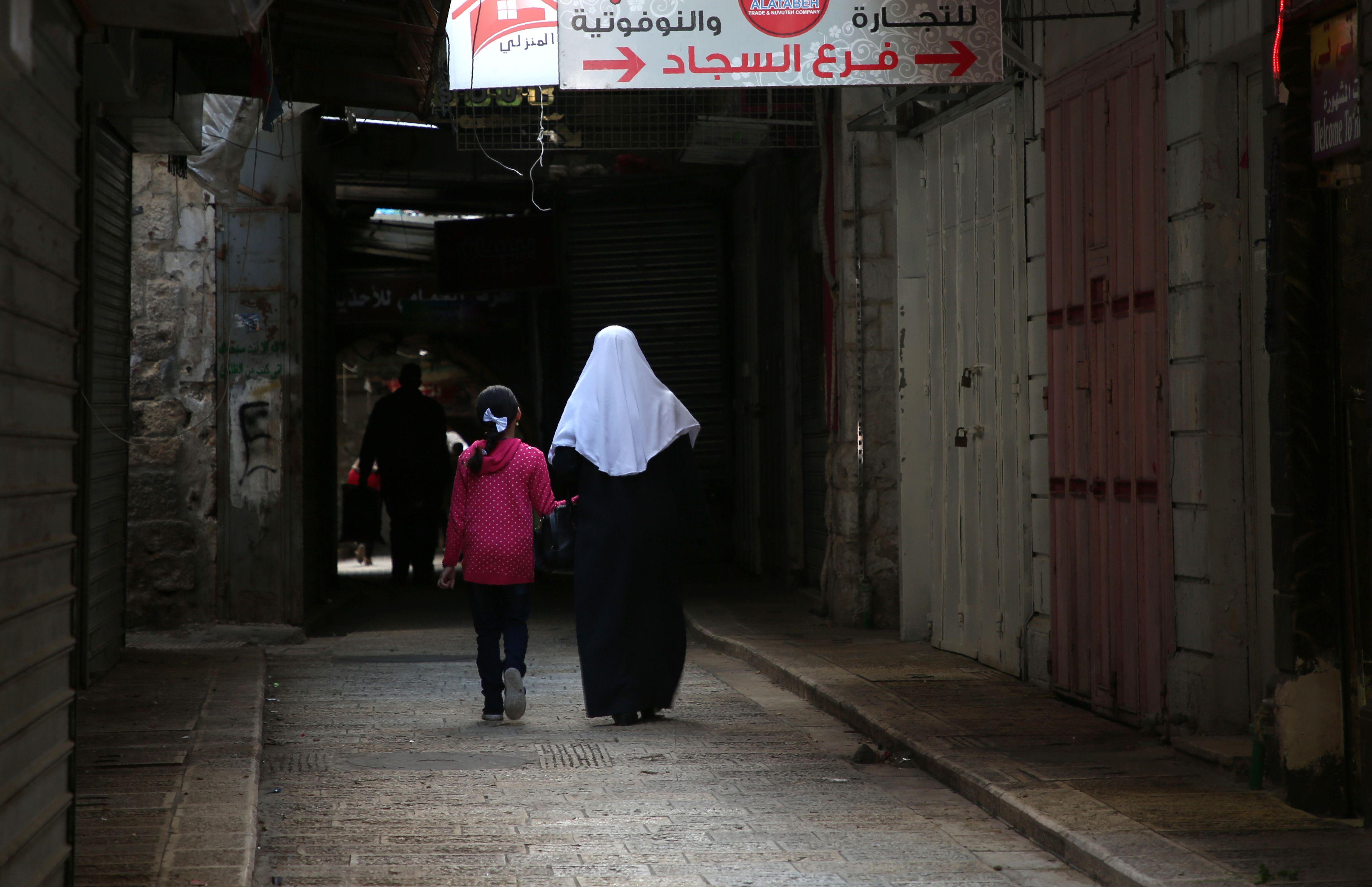 الشوارع شبه خاوية فى فلسطين بسبب الإضراب الشامل