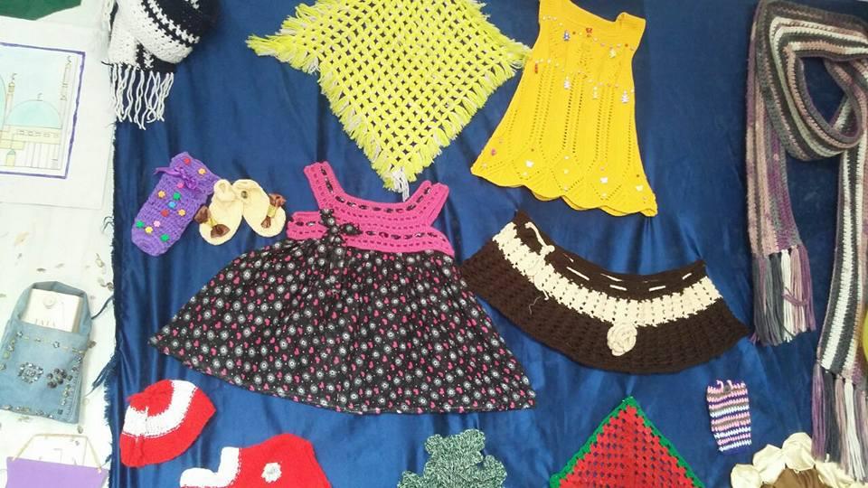 معرض للمشغولات اليدوية من خامات البيئة  بأنامل فتيات الأزهر  بأسوان  (5)