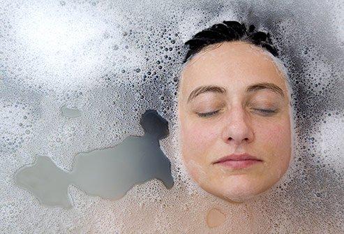 حمام دافئ لتخفيف آلام الدورة الشهرية