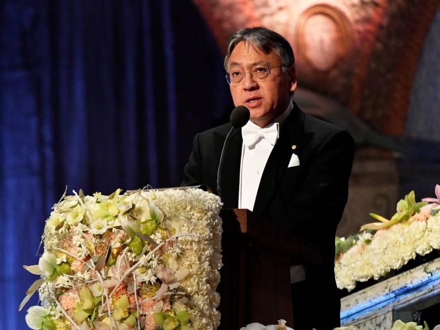 الكاتب كازوو إيشيغورو فى حفل تسلم جائزة نوبل للآداب
