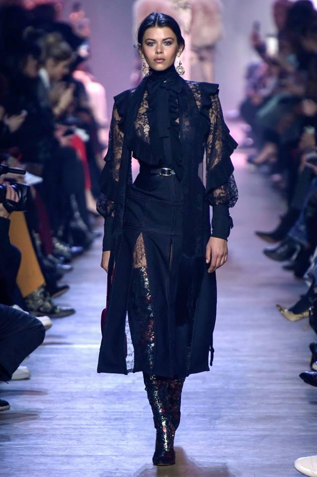0f9b734b1 إيلى صعب يقدم ملابس عصرية لخريف 2018 فى أسبوع باريس للموضة - اليوم ...