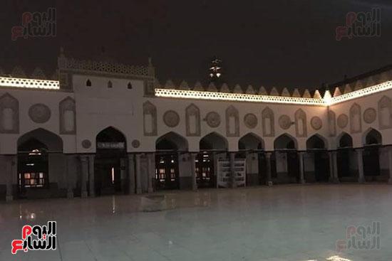 من زجاج الجامع الازهر المزخرف