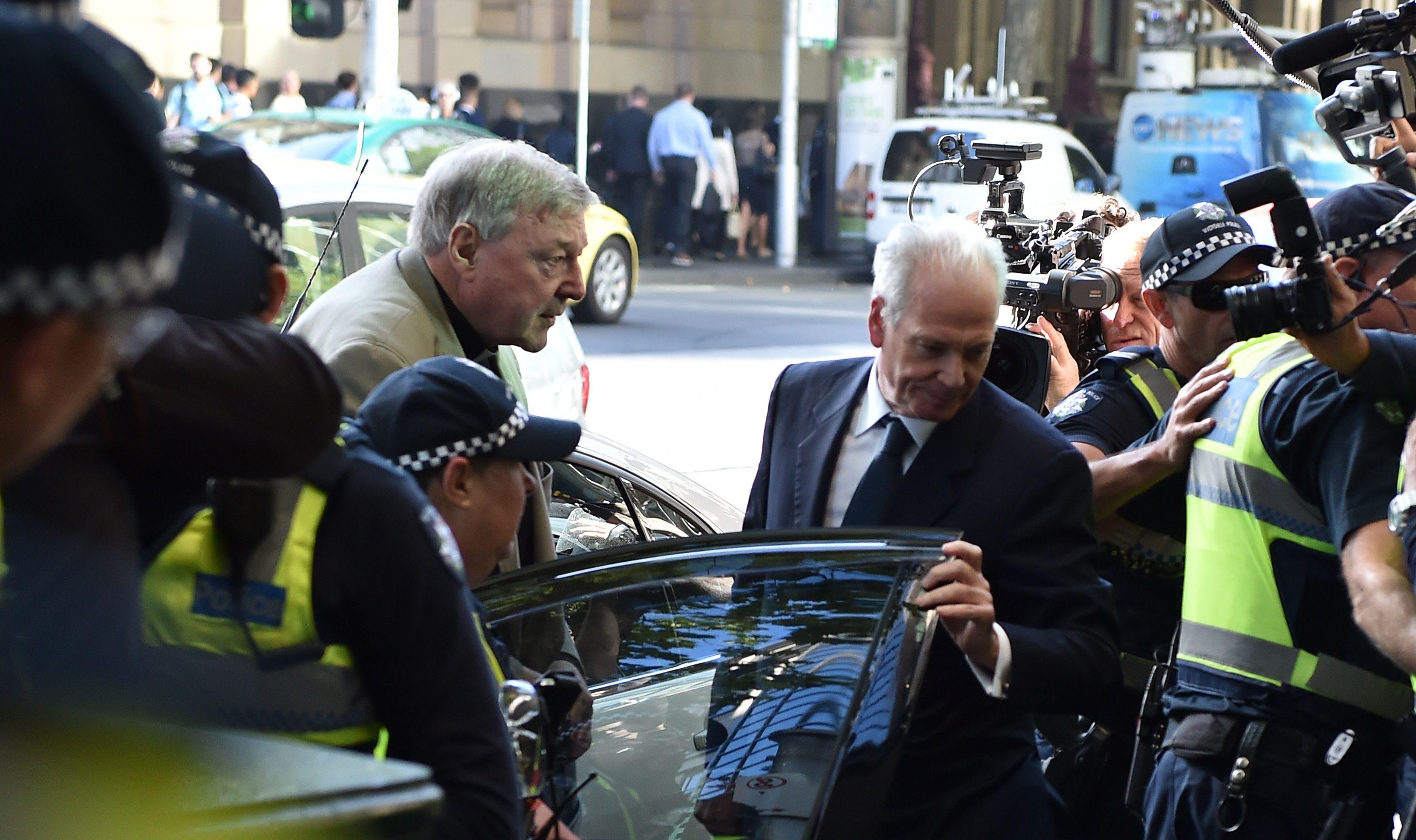 الكاردينال جورج بيل  يصل للمحكمة