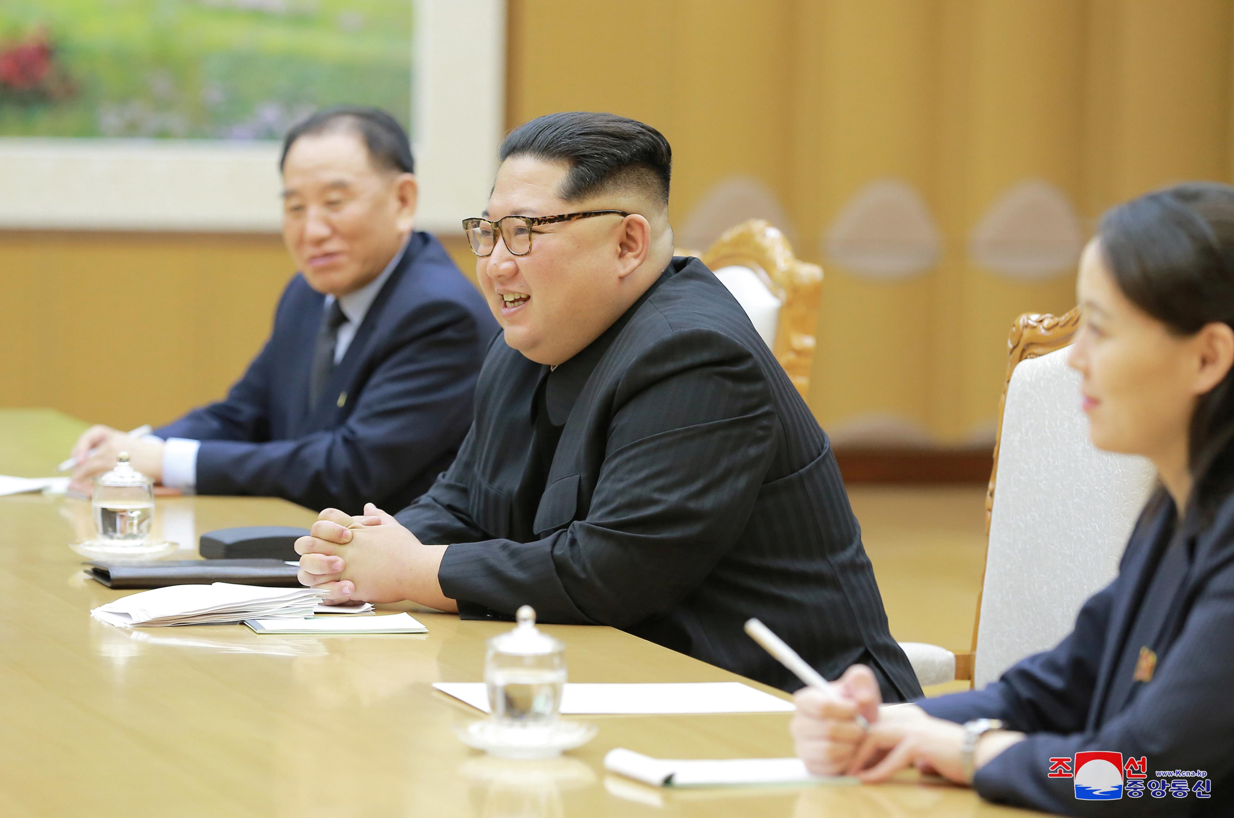 لقاء زعيم كوريا الشمالية مع وفد كوريا الجنوبية