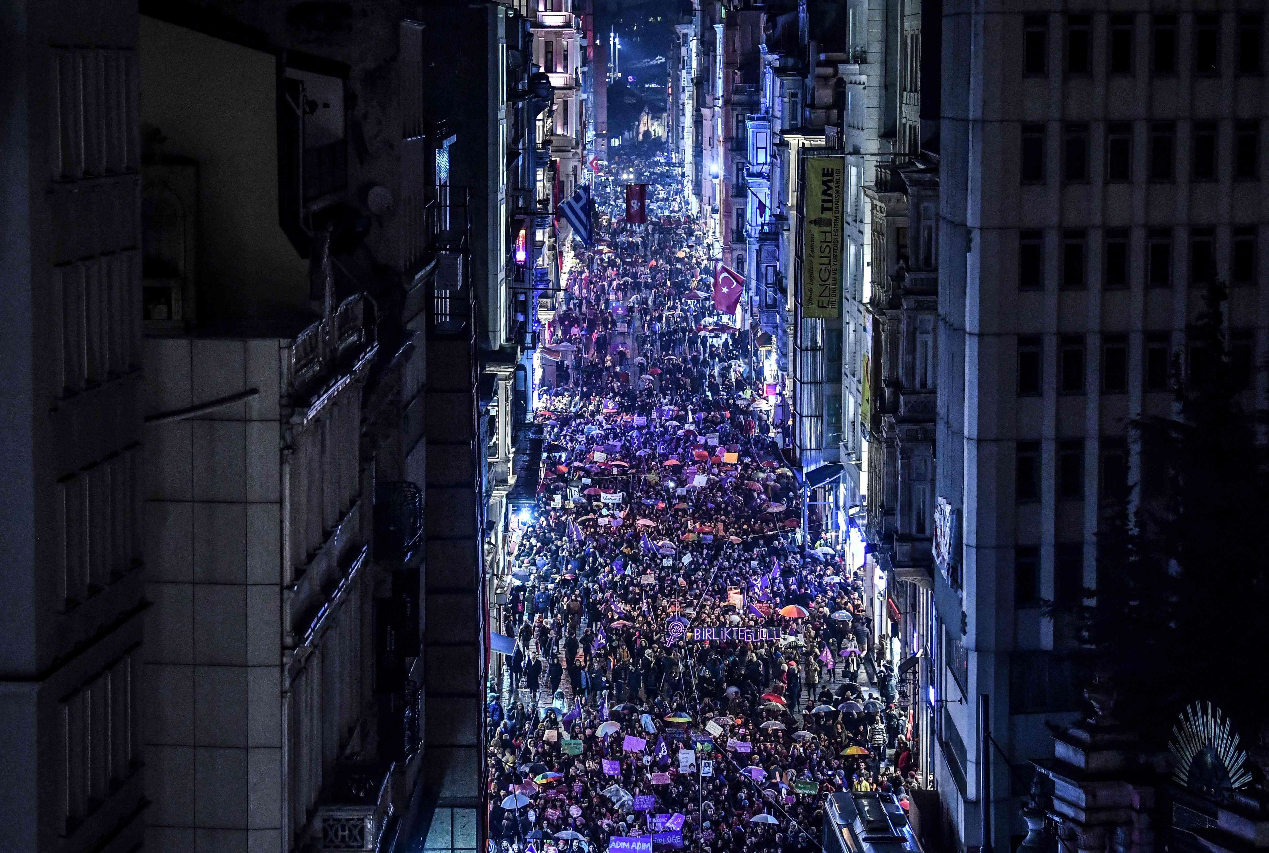 المظاهرات فى شوارع إسطنبول