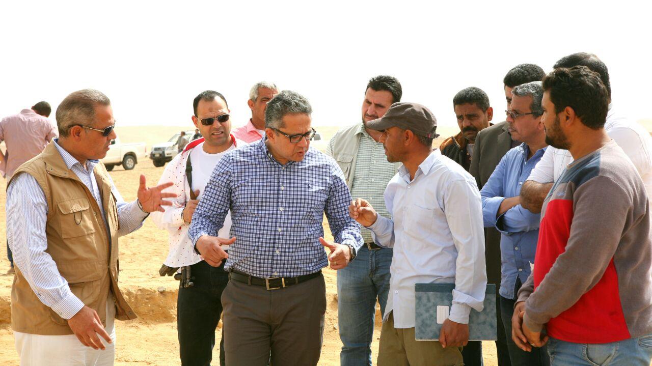 وزير الآثار يتفقد أعمال حفائر بعثة جامعة القاهرة بمنطقة سقارة (2)