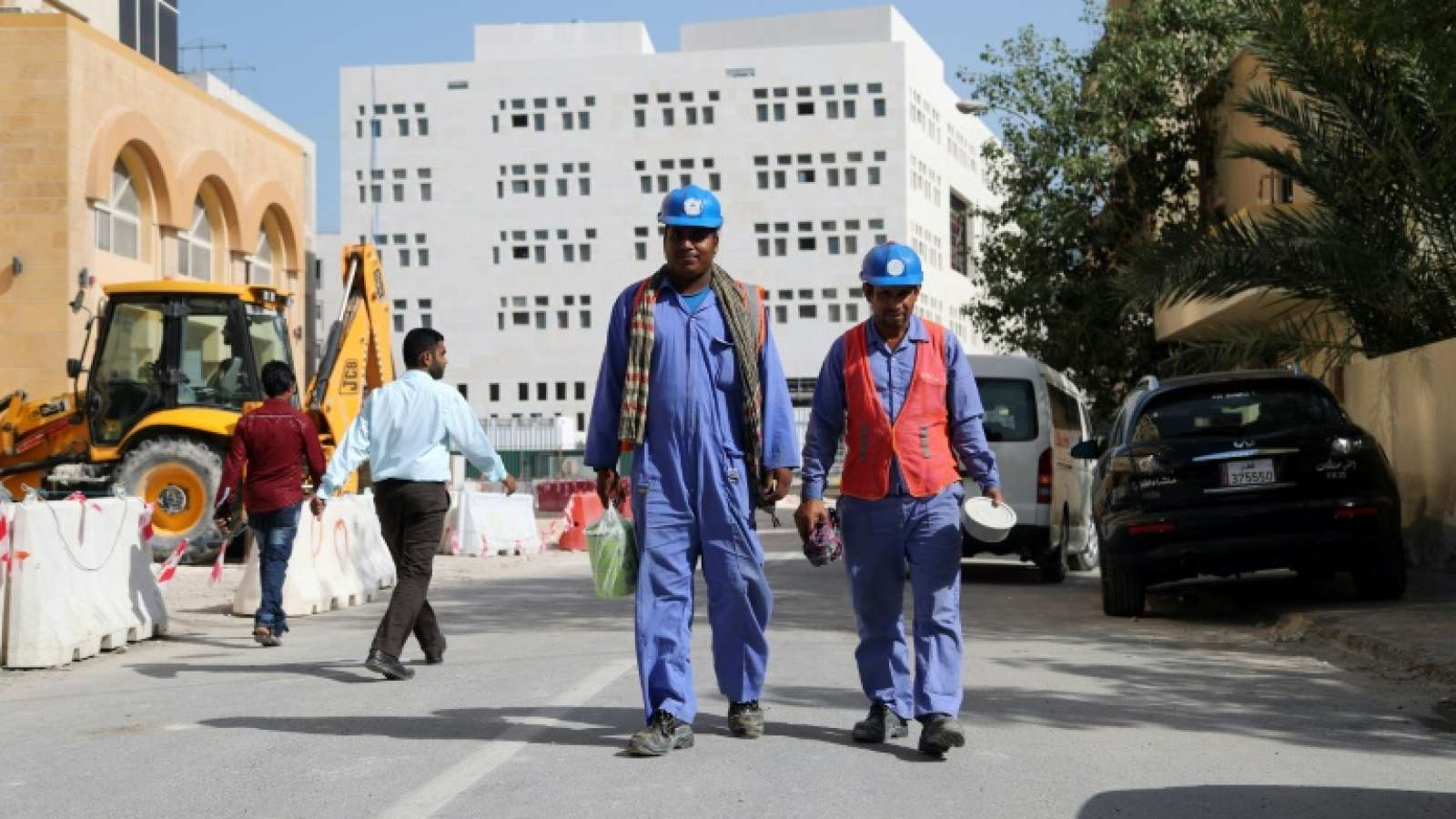 عمال مونديال قطر