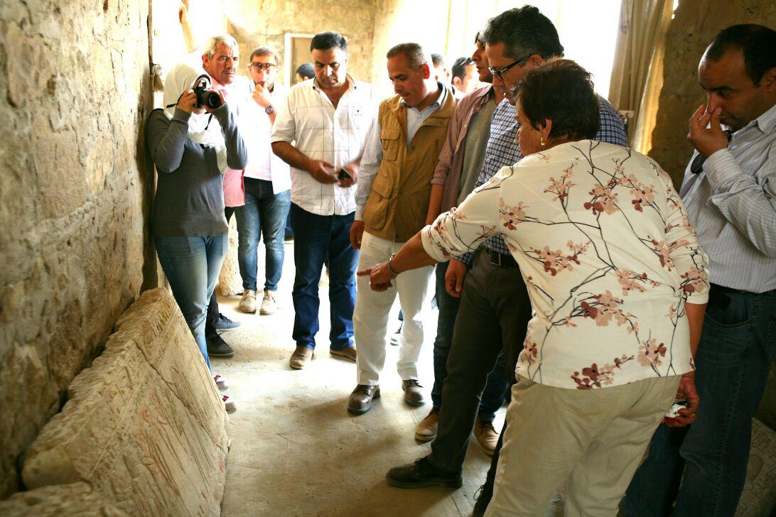 وزير الآثار يتفقد أعمال حفائر بعثة جامعة القاهرة بمنطقة سقارة (4)