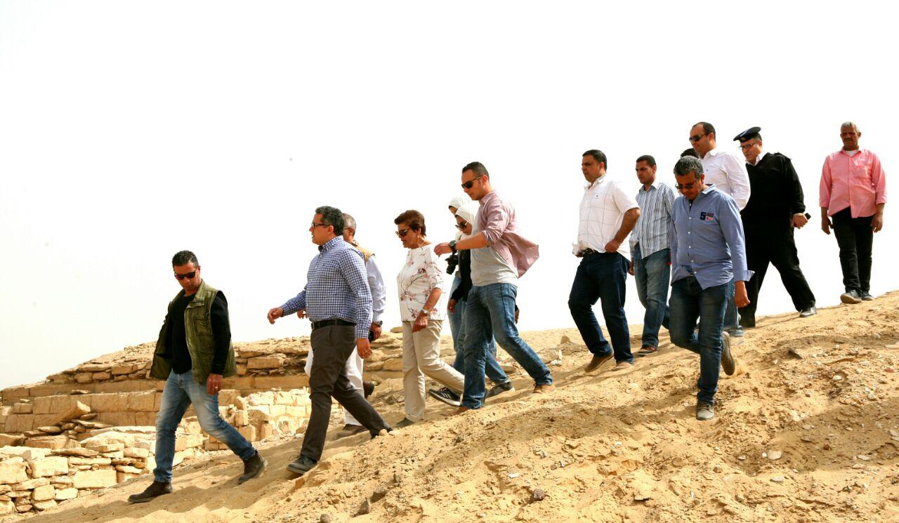وزير الآثار يتفقد أعمال حفائر بعثة جامعة القاهرة بمنطقة سقارة (3)