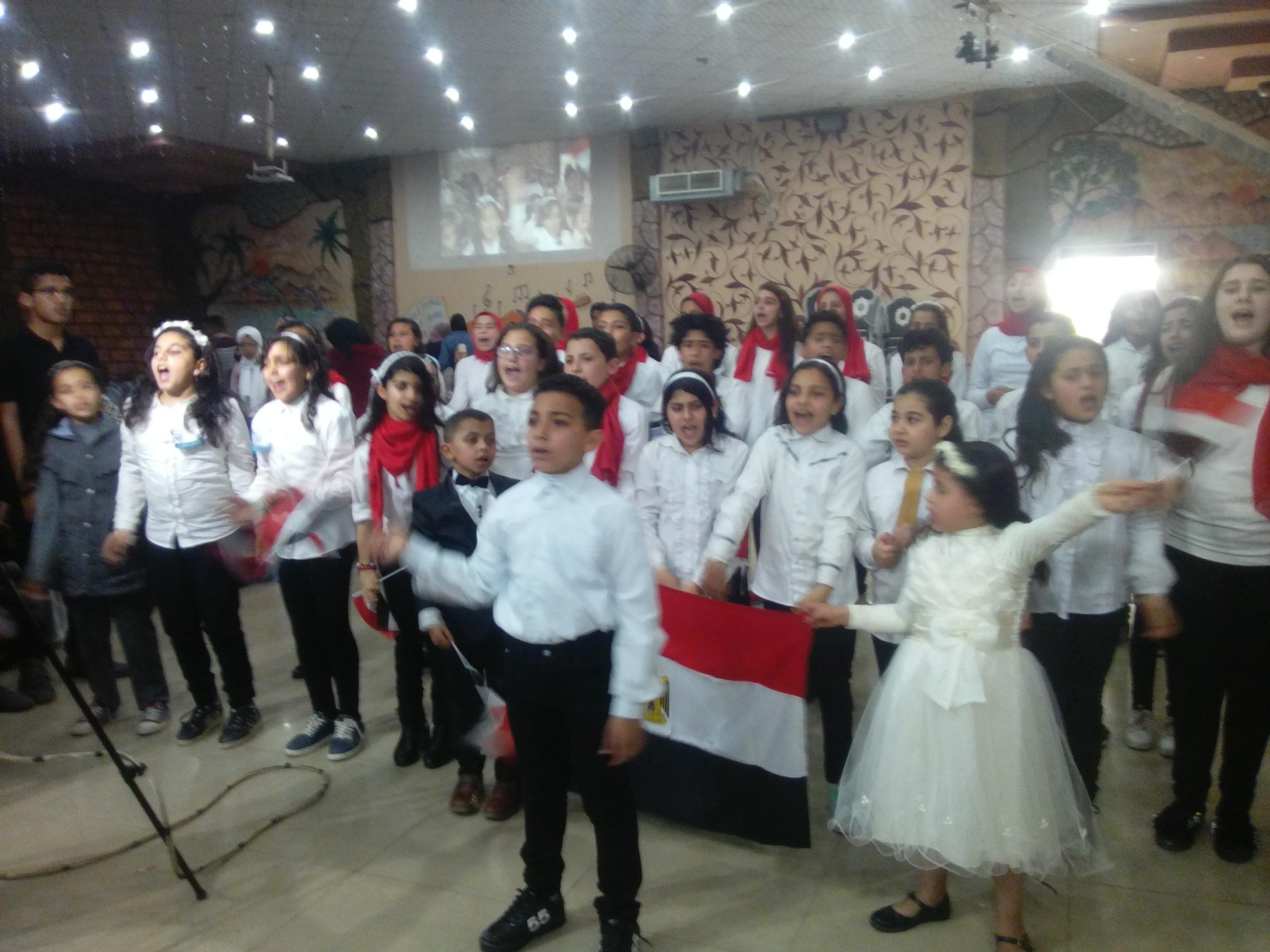4- الاطفال يلهبون حماس الحضور بنشيد الصاعقة
