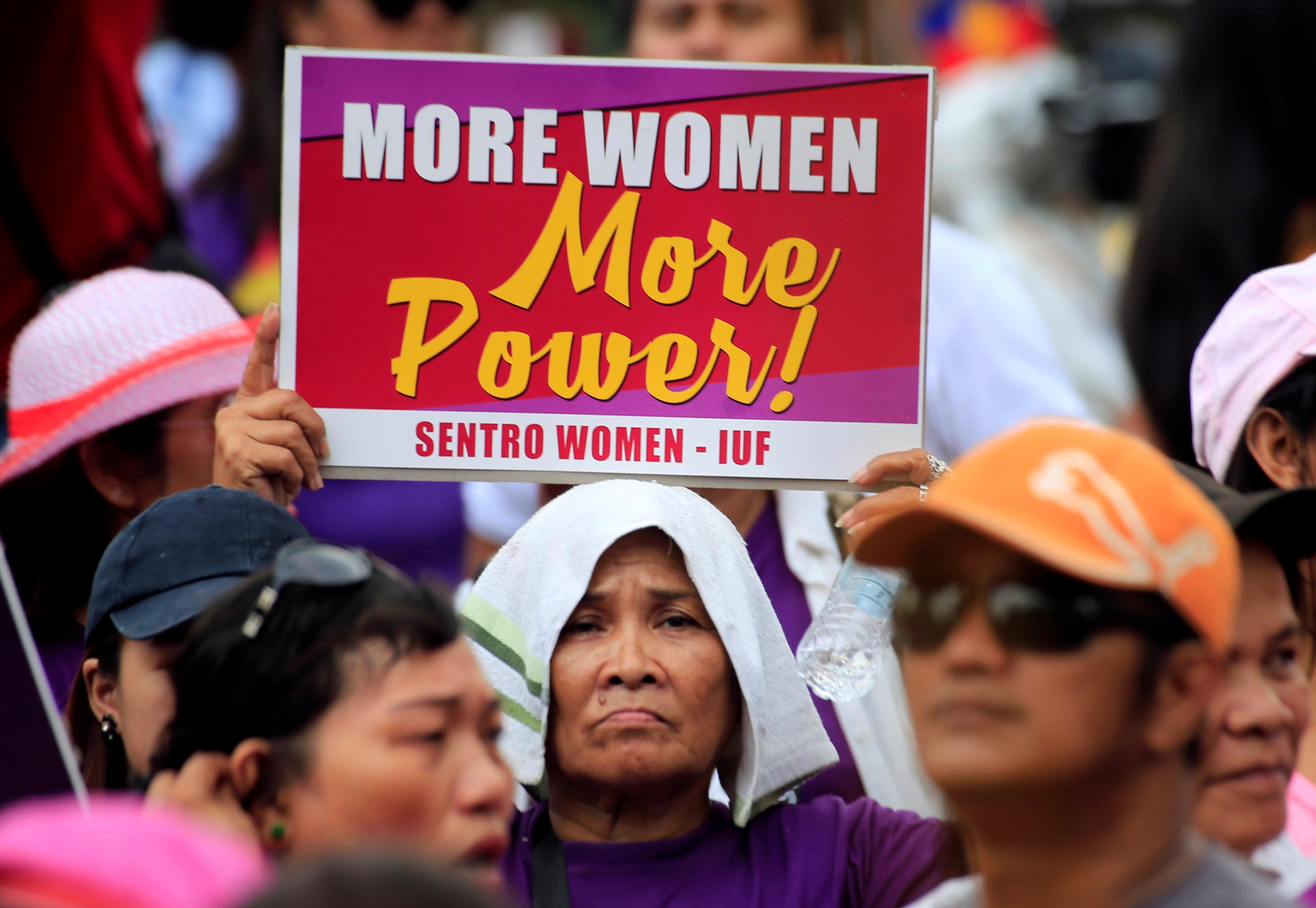 فلبينيات يحتفلن باليوم العالمى للمرأة