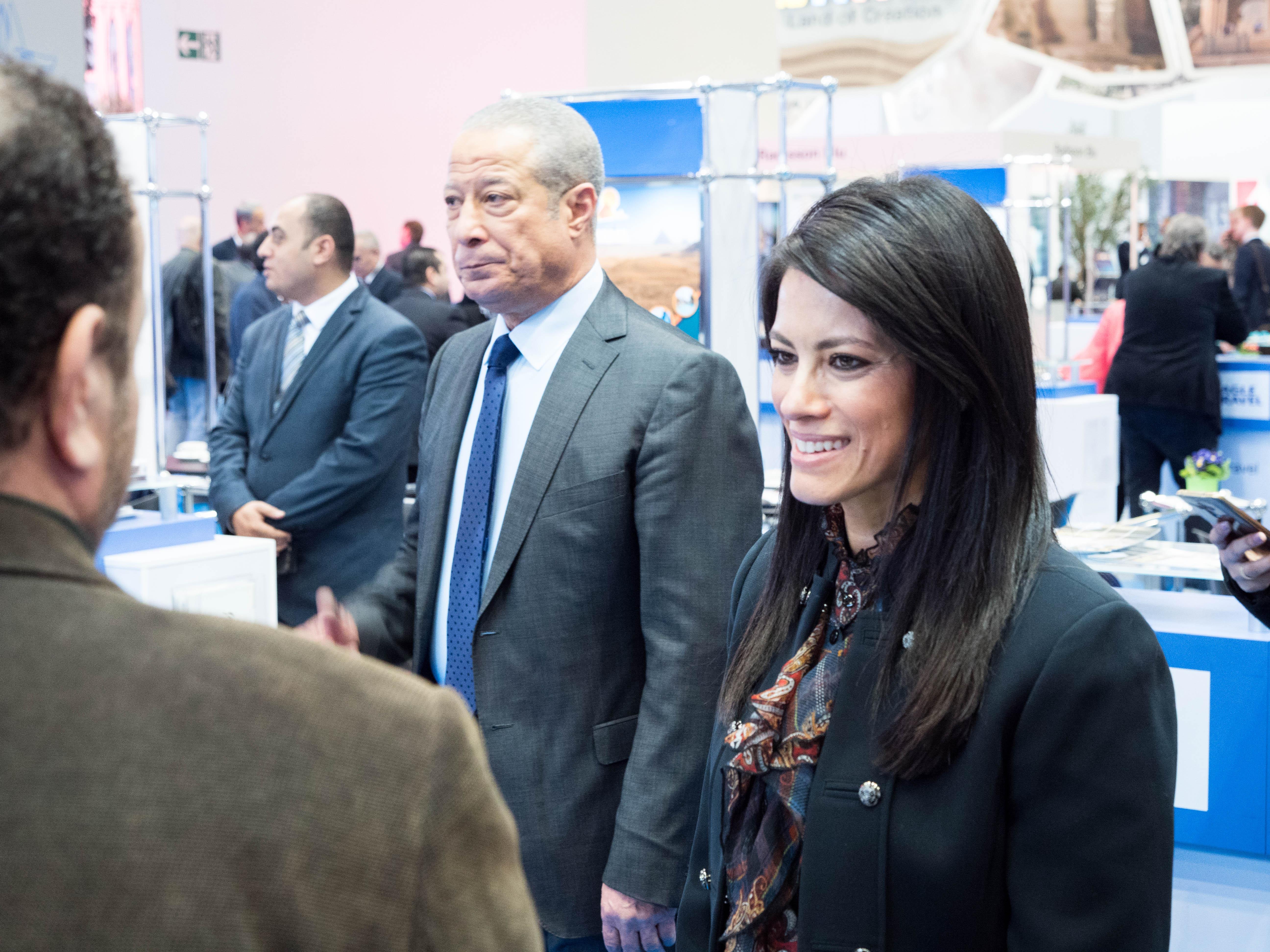 رانيا المشاط وزيرة السياحة خلال زيارتها بورصة برلين
