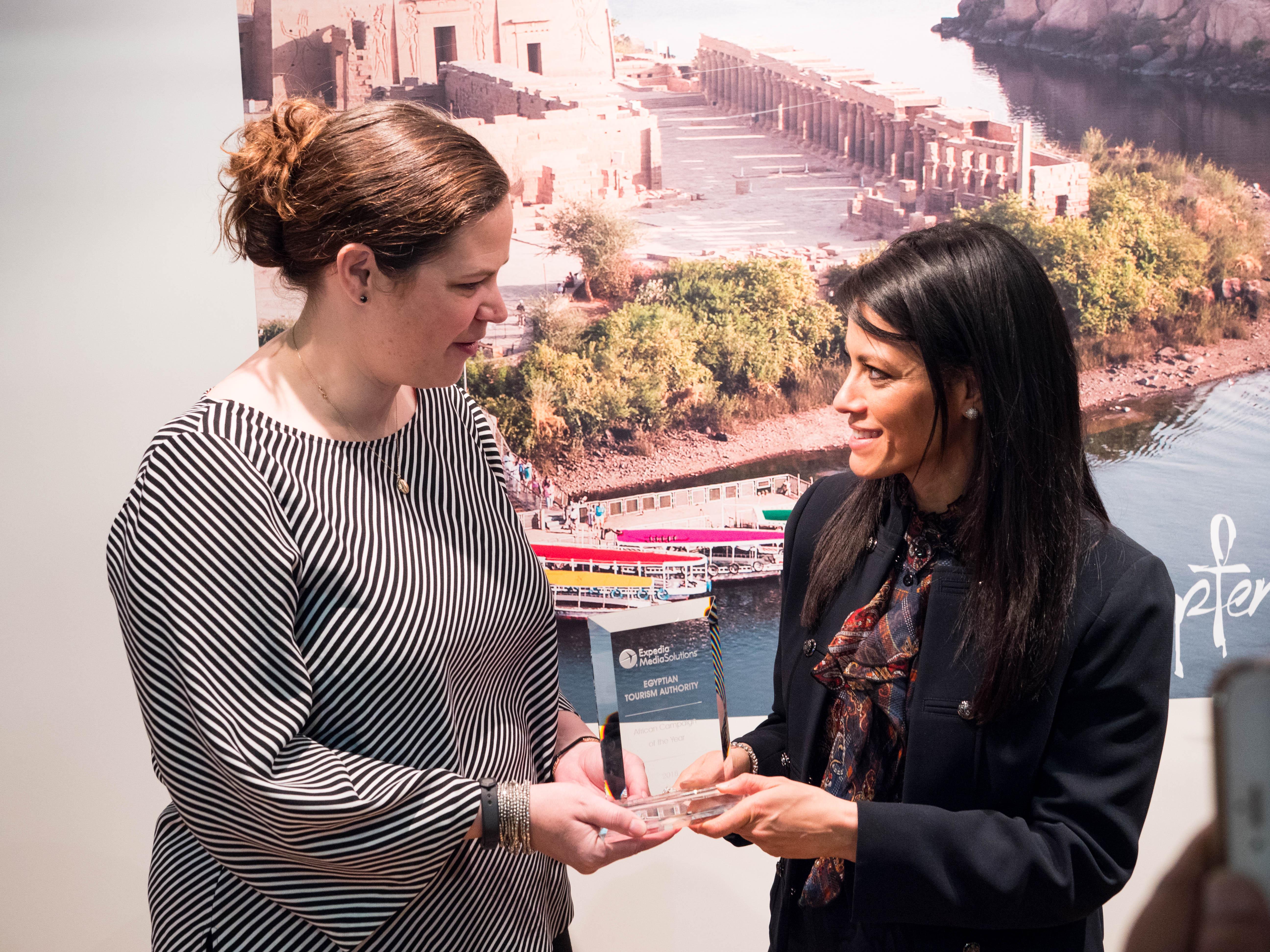 وزيرة السياحة تتسلم جائزة أفضل حملة إعلانية
