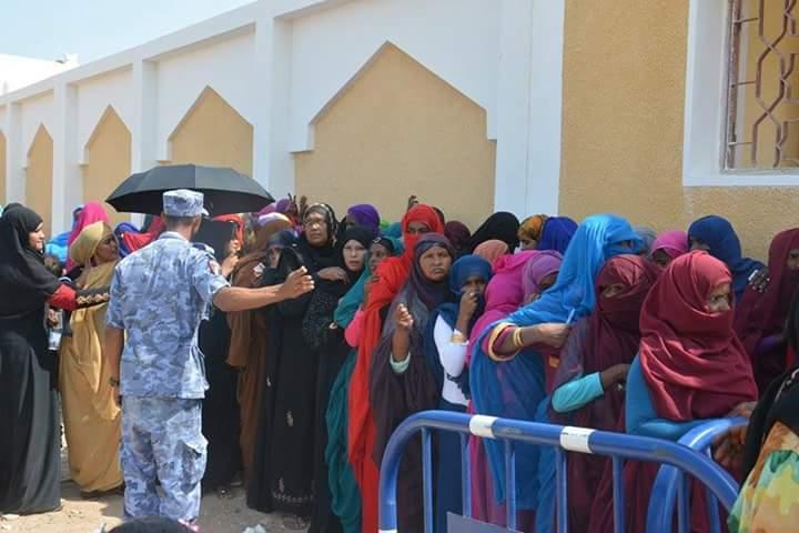 طوابير سيدات حلايب وشلاتين خلال مشاركتها فى الانتخابات