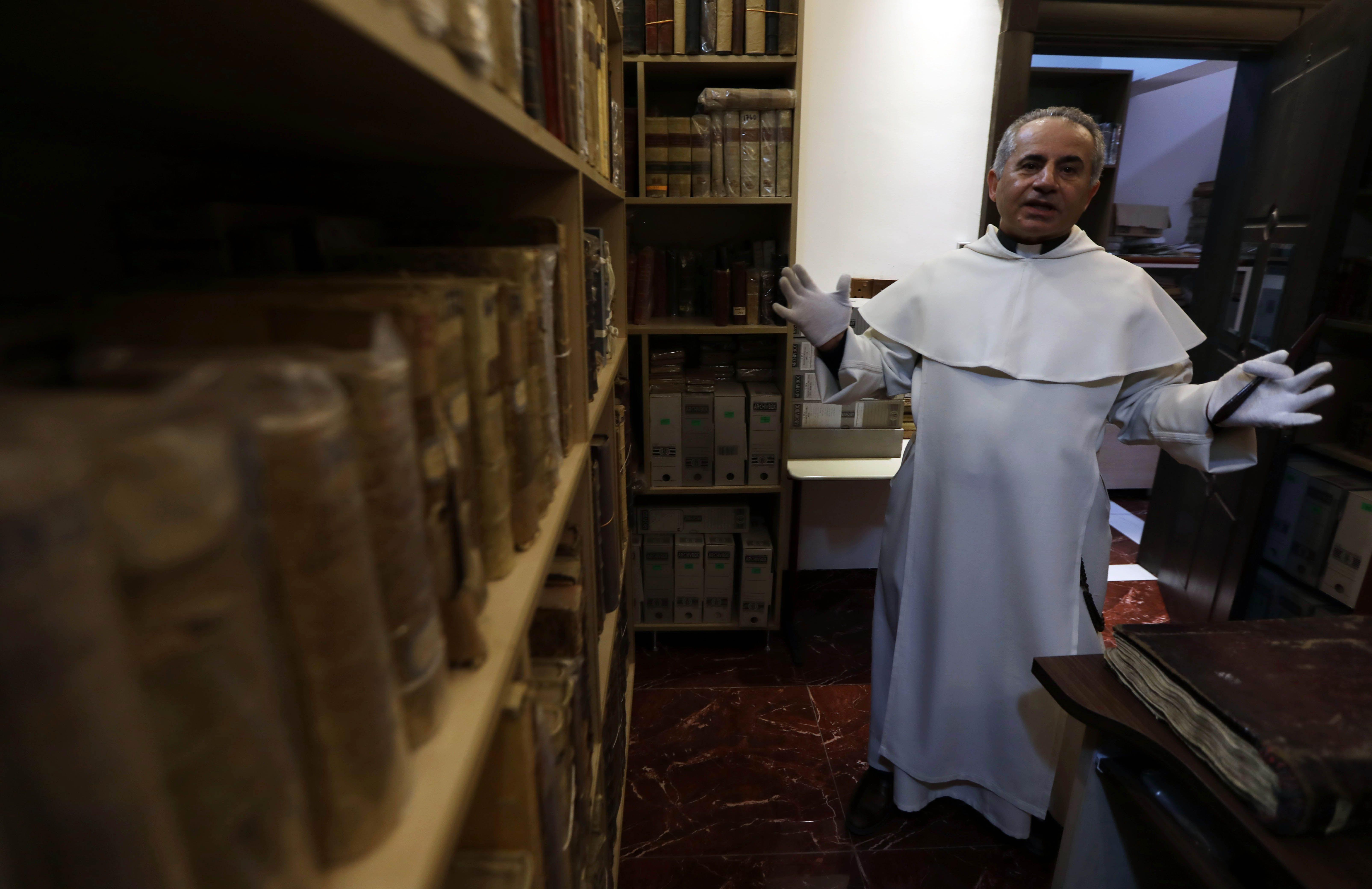 الكاهن العراقى نجيب ميخائيل