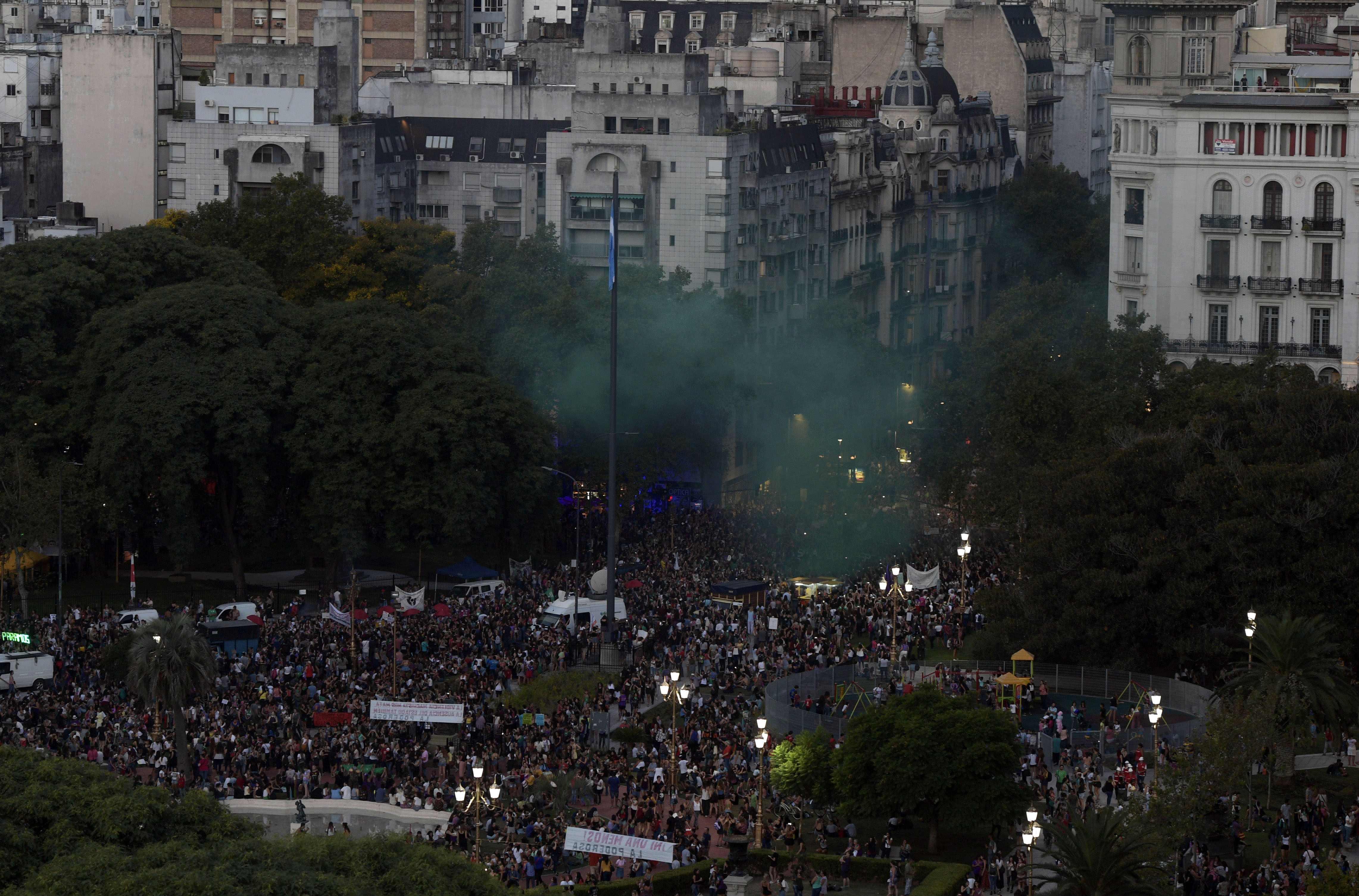 جانب من مظاهرات نساء الأرجنتين