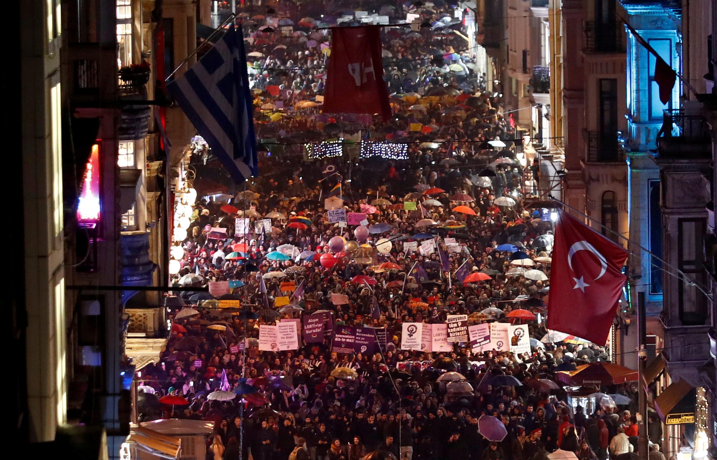 احتجاجات النساء فى تركيا