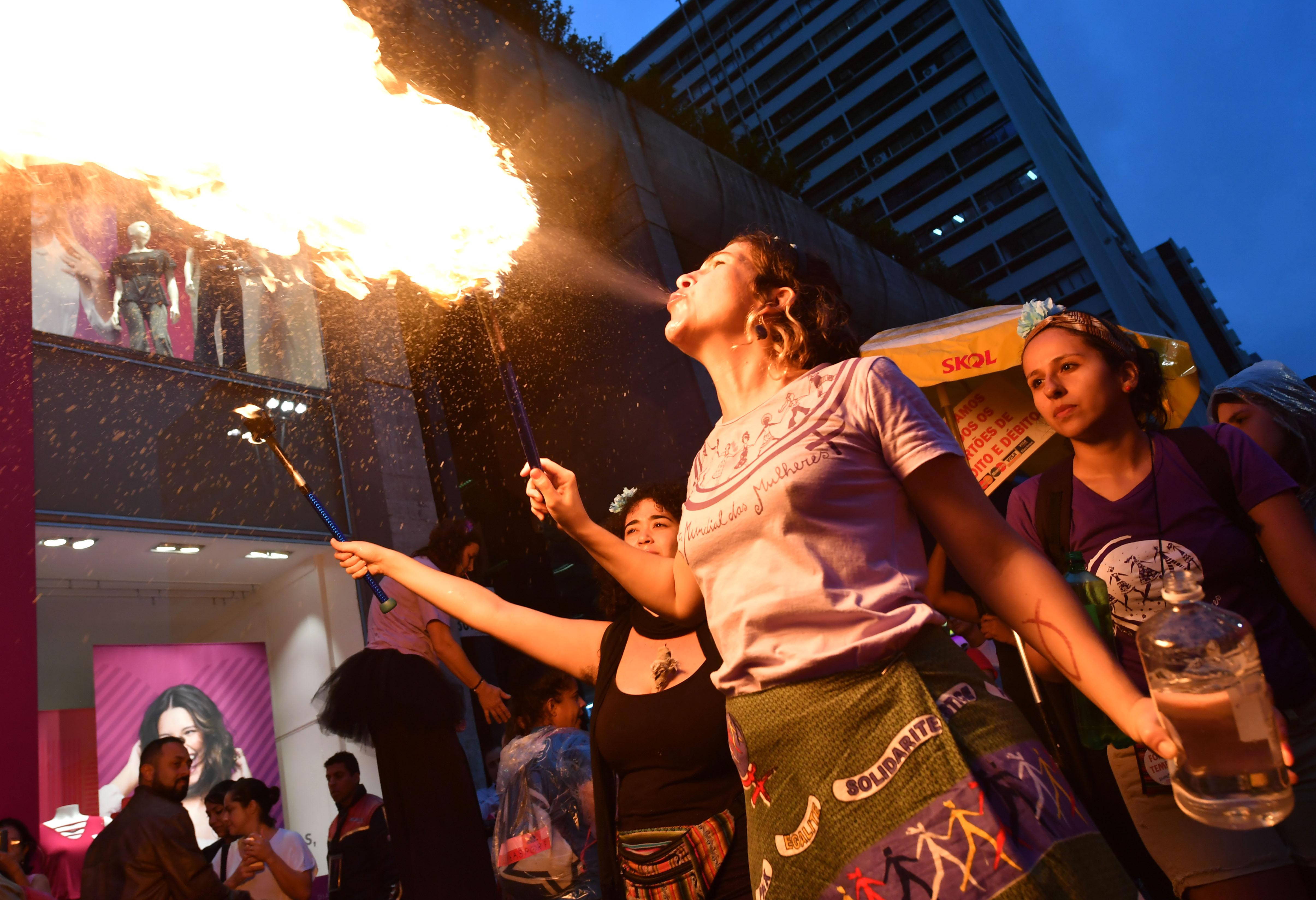 احتجاجات  نساء البرازيل