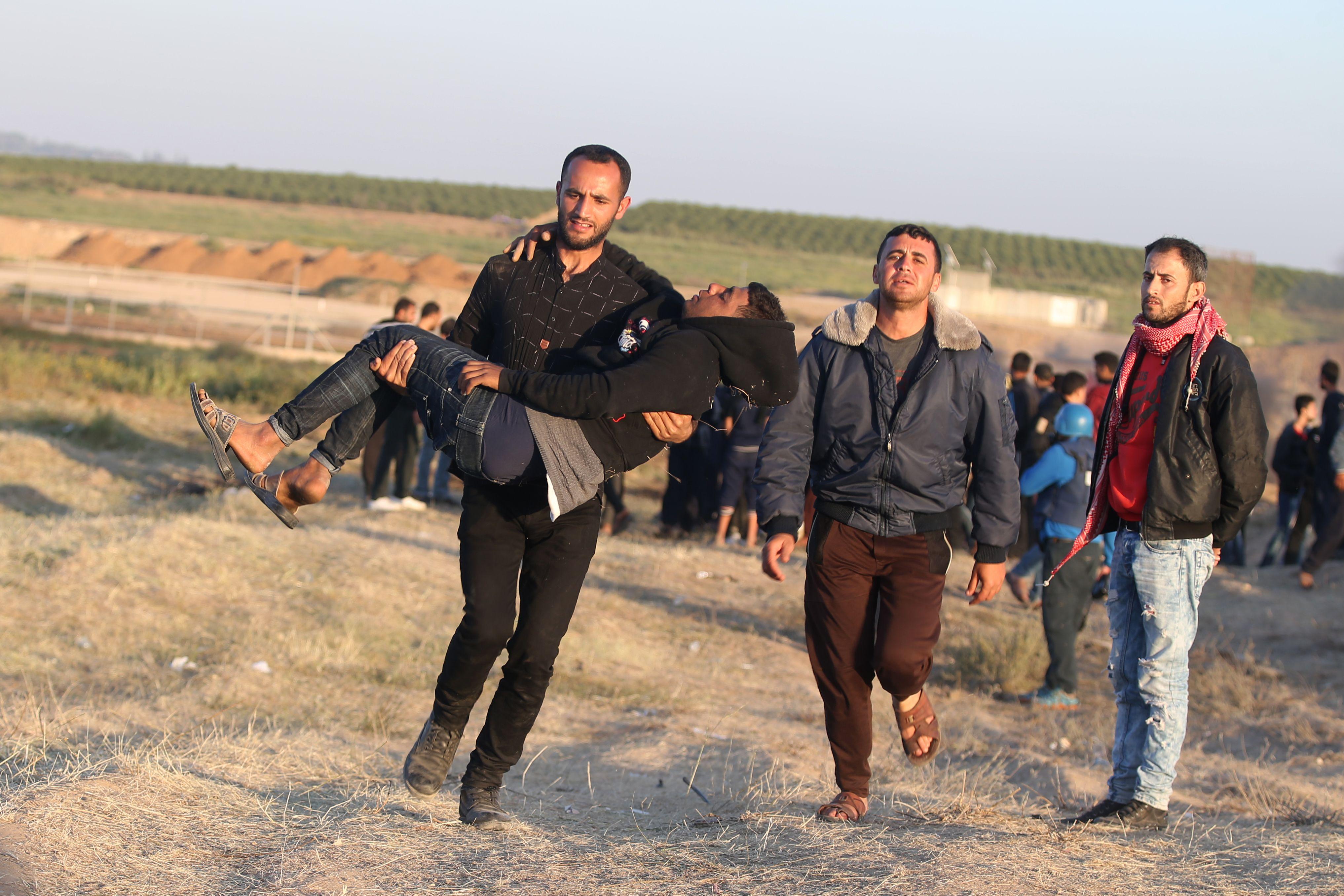 إصابة أحد المتظاهرين برصاص الاحتلال