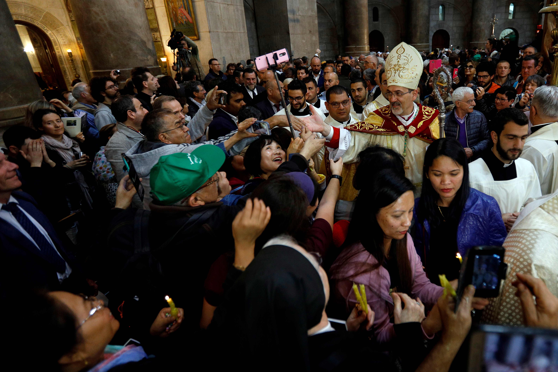 أقباط فلسطين يحتفلون بعيد الفصح فى كنيسة القيامة