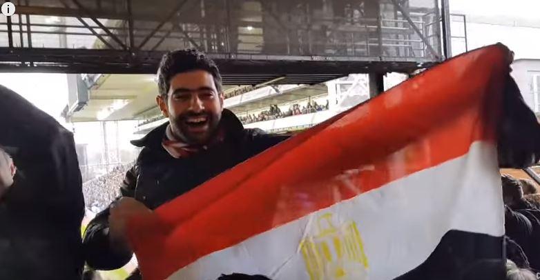 جمهور يرفع لعلم مصر (4)