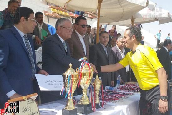 محافظ المنيا يشهد نهائى دورى مراكز الشباب لكرة القدم (2)