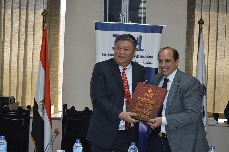أحمد منير عضو جمعية رجال الأعمال المصرية ولى جان بغرفة تجارة وصناعة الصين