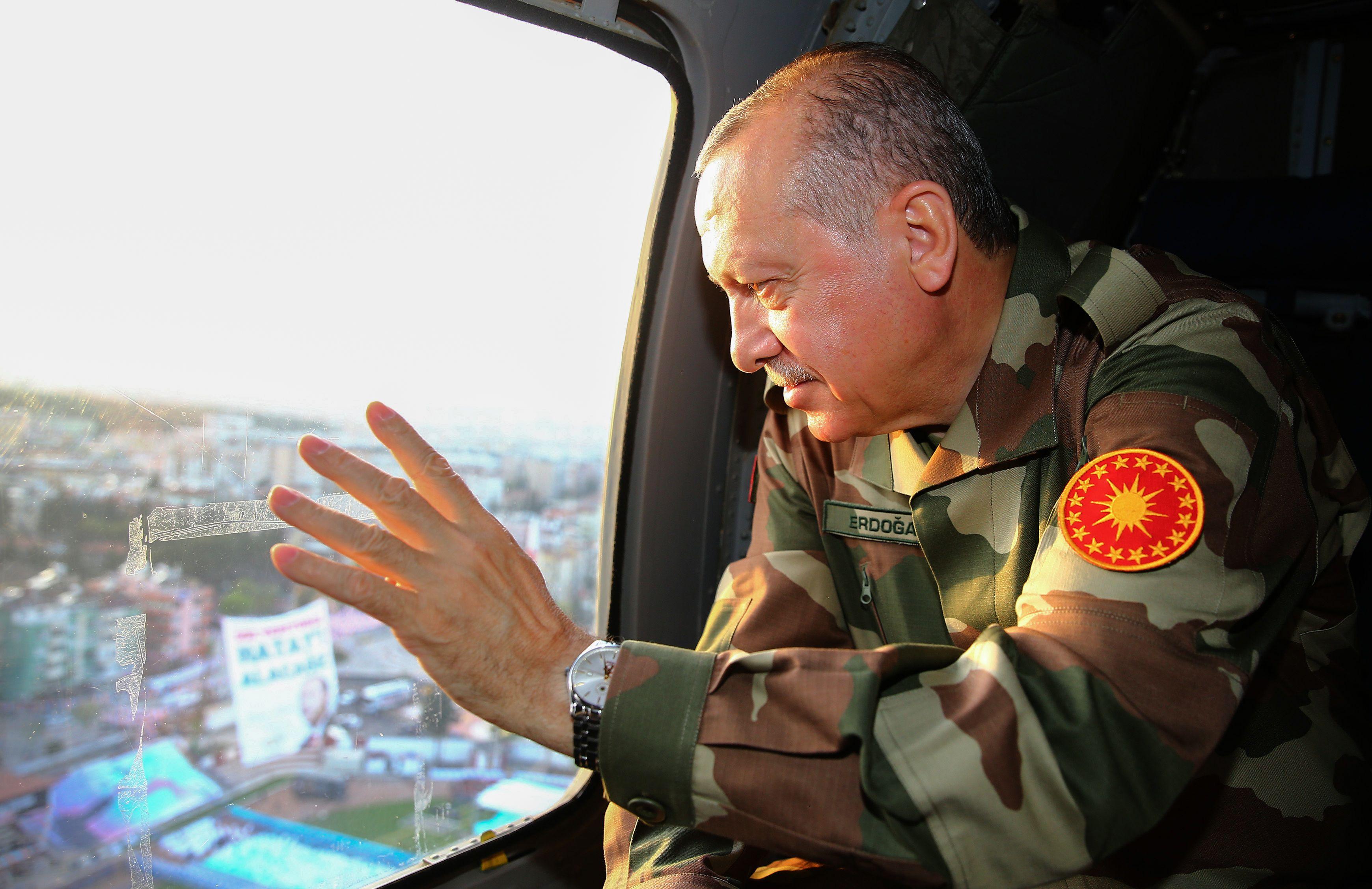 أردوغان داخل الطائرة