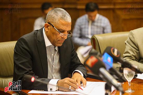 لجنة الإدارة المحلية (8)