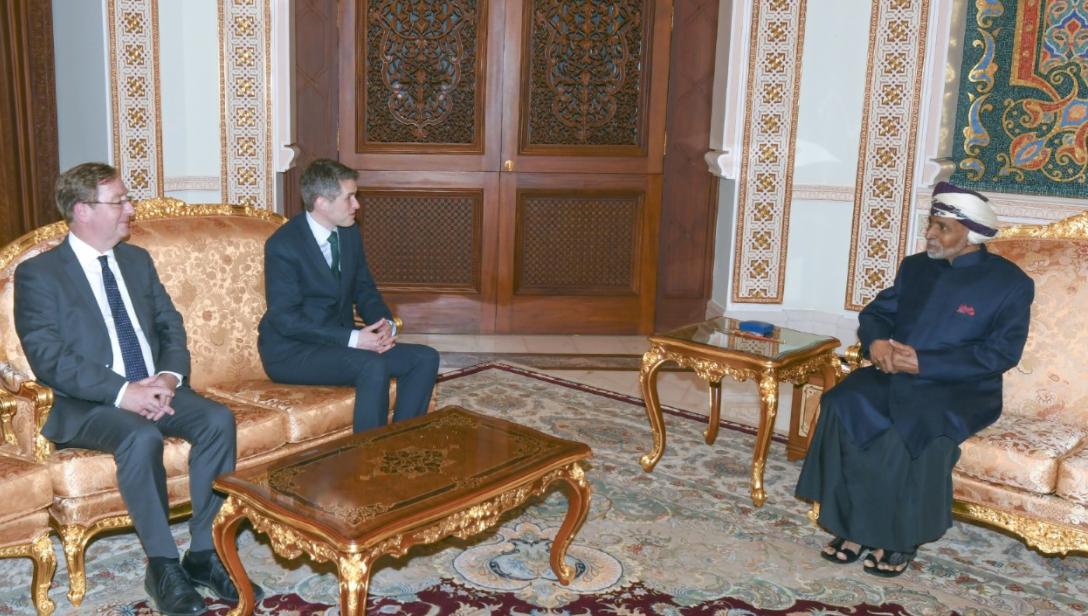 استقبال وزير الدفاع البريطاني في عمان