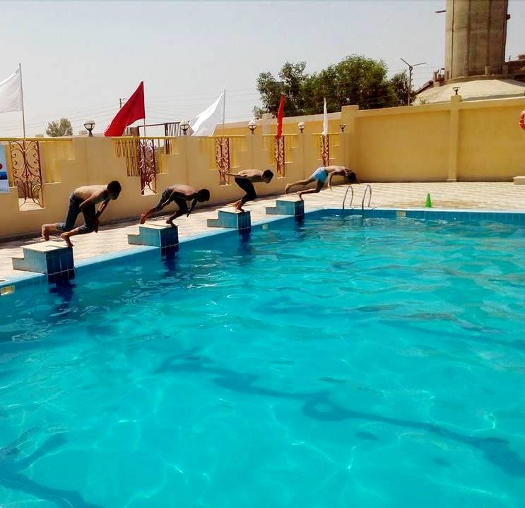 خروج المواطينين لحمامات السباحة بجهينة (5)