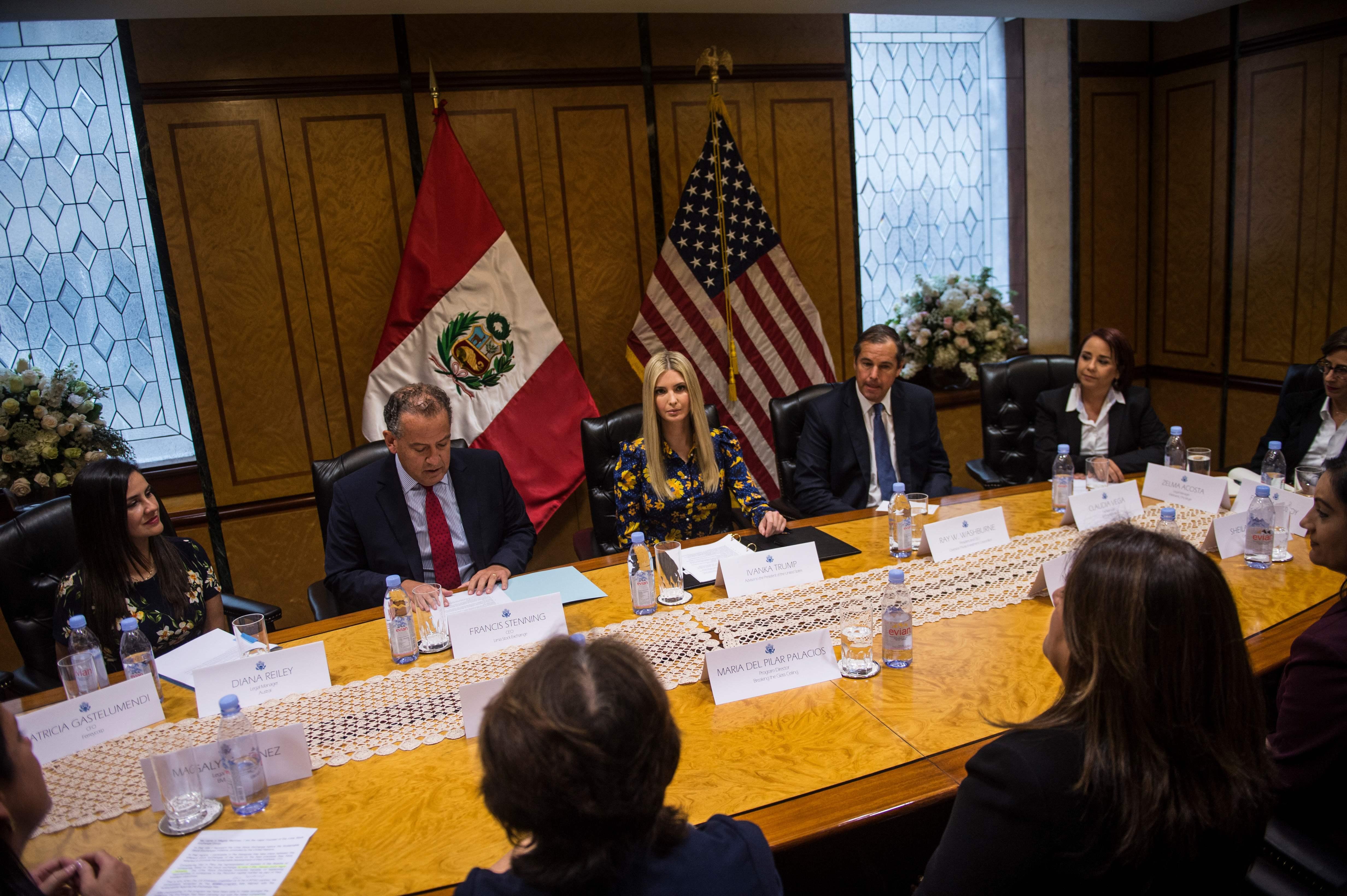 إيفانكا خلال الاجتماع