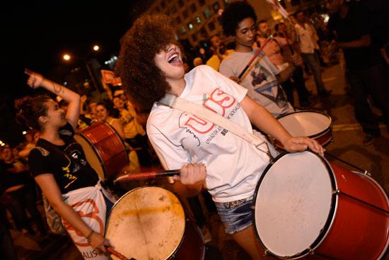 فتيات برازيليات تشاركن فى مظاهرات تأييد الرئيس السابق