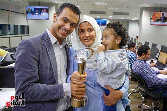 صور اخباري نيوز تحتفل بحصد الزميلتين أسماء شلبى وإيمان حنا جوائز صحفية (23)