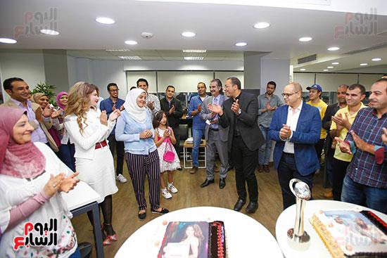 صور اخباري نيوز تحتفل بحصد الزميلتين أسماء شلبى وإيمان حنا جوائز صحفية (8)