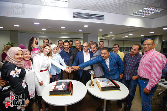صور اخباري نيوز تحتفل بحصد الزميلتين أسماء شلبى وإيمان حنا جوائز صحفية (12)