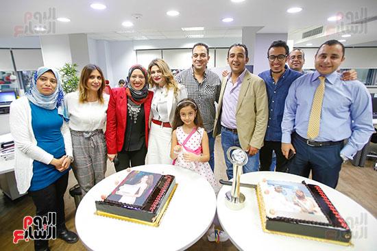 صور اخباري نيوز تحتفل بحصد الزميلتين أسماء شلبى وإيمان حنا جوائز صحفية (19)