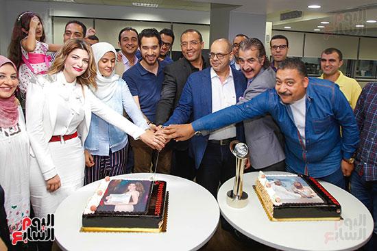 صور اخباري نيوز تحتفل بحصد الزميلتين أسماء شلبى وإيمان حنا جوائز صحفية (24)
